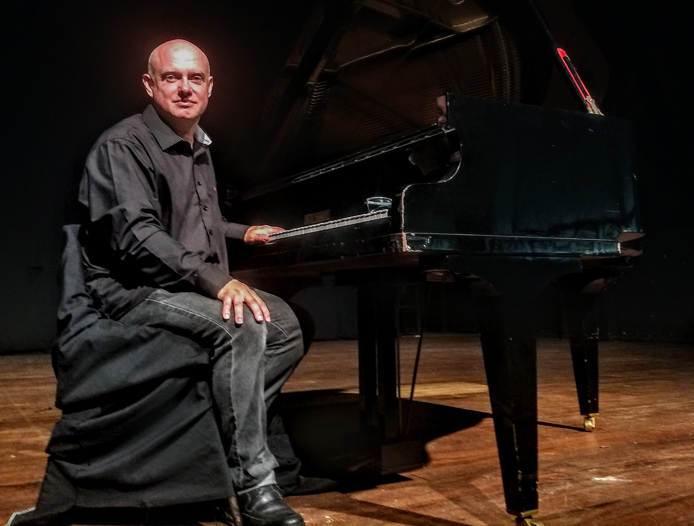Lugon ao Piano  Música no Casarão Juca Antunes -  Fundação Cultural de Lages resgata Piano de Sobremesa com apresentação ao vivo no dia 21 de agosto  20/08/2021 16:28:29