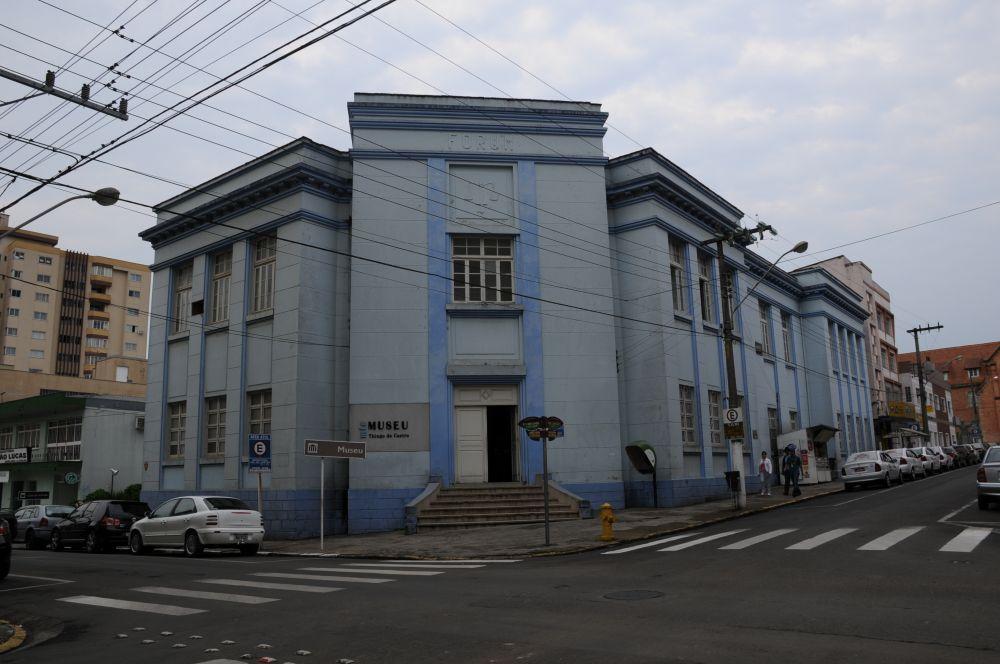 Museu Histórico Thiago de Castro  -  Este foi municipalizado em 2012. Localizado na rua Benjamin Constant esquina com Hercílio Luz. Fone (49) 3222.7603  Visitas de terça a sexta-feira das 08h30 às 11h45 e das 14h00 às 17h15.