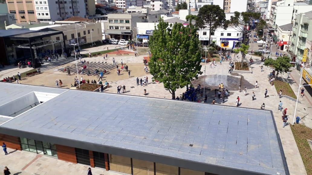 Calçadão Praça João Costa  - Local aprazível nas manhãs de sol durante o inverno e sombras nas tardes de verão. Localizada no centro da cidade entre as ruas Coronel Córdova e Pres. Nereu Ramos.